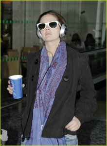 drew-barrymore-airport-01